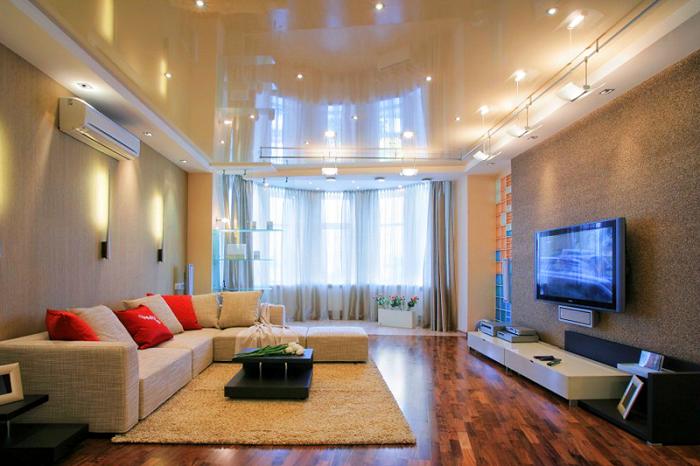 Глянцевый двухуровневый потолок в гостинной