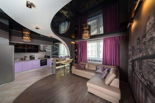 Зонирование гостинной натяжным потолком